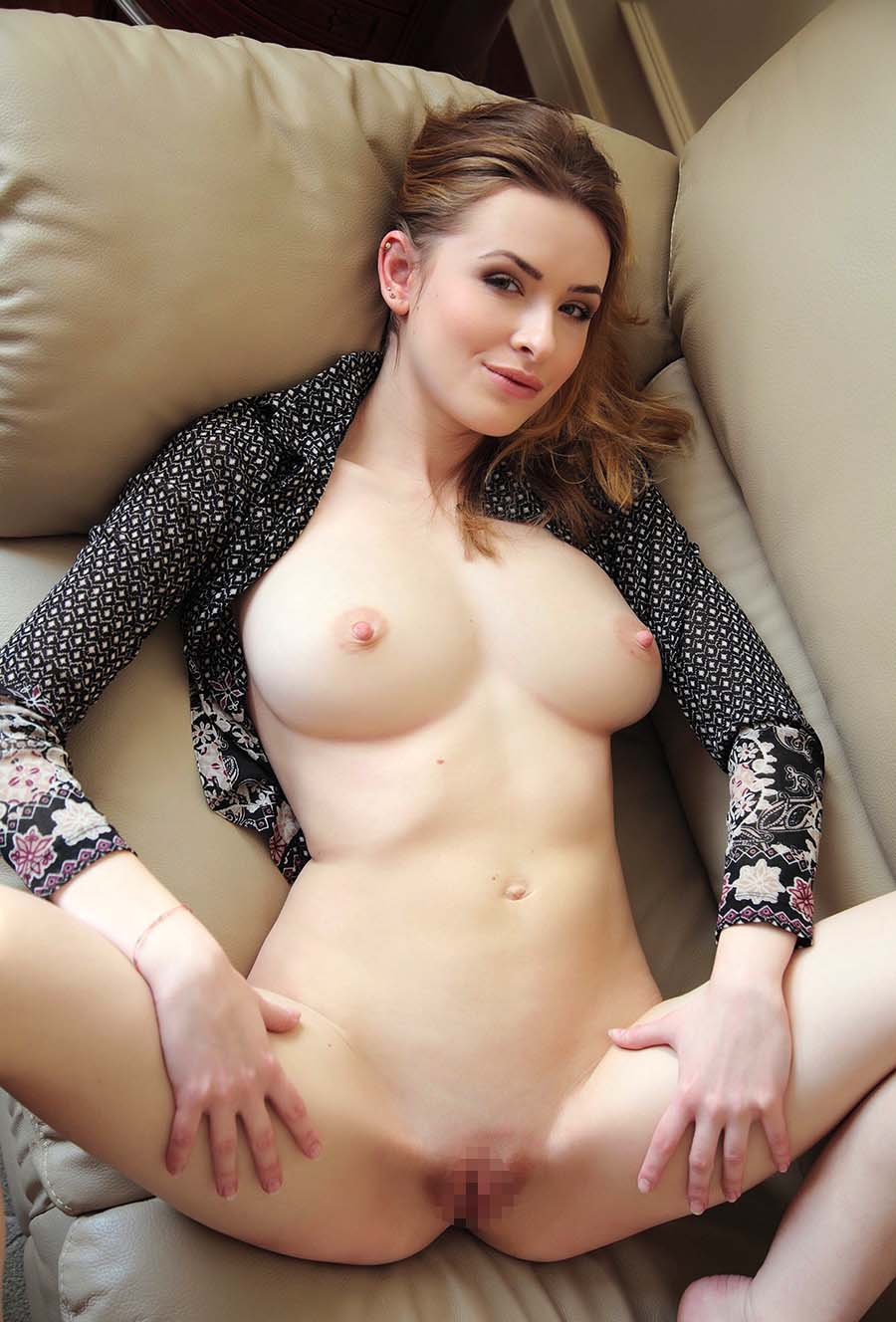 flashing tits and pussy to men