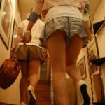 キュロット履いてる女…隙間からお尻もパンツも丸見えwwwwww(画像あり)