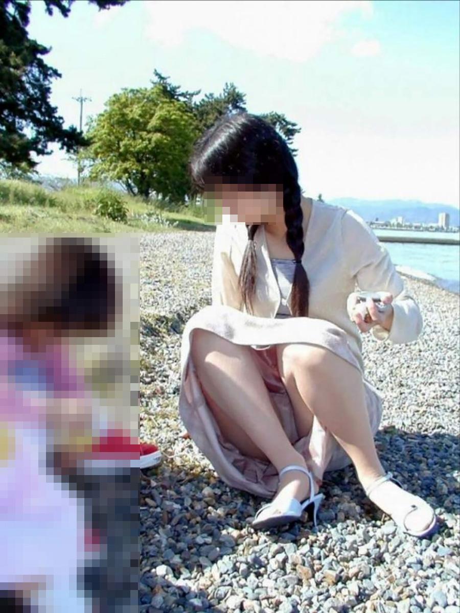 子供の隣で強姦してもおk?無防備なパンツ丸見え子連れヒトヅマがえろすぎて凄いwwwwwwwwww(秘密撮影写真あり)