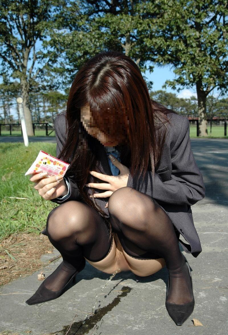 (朗報)気軽に野ションするヘンタイ女子が増えているらしいwwwwwwww(写真あり)