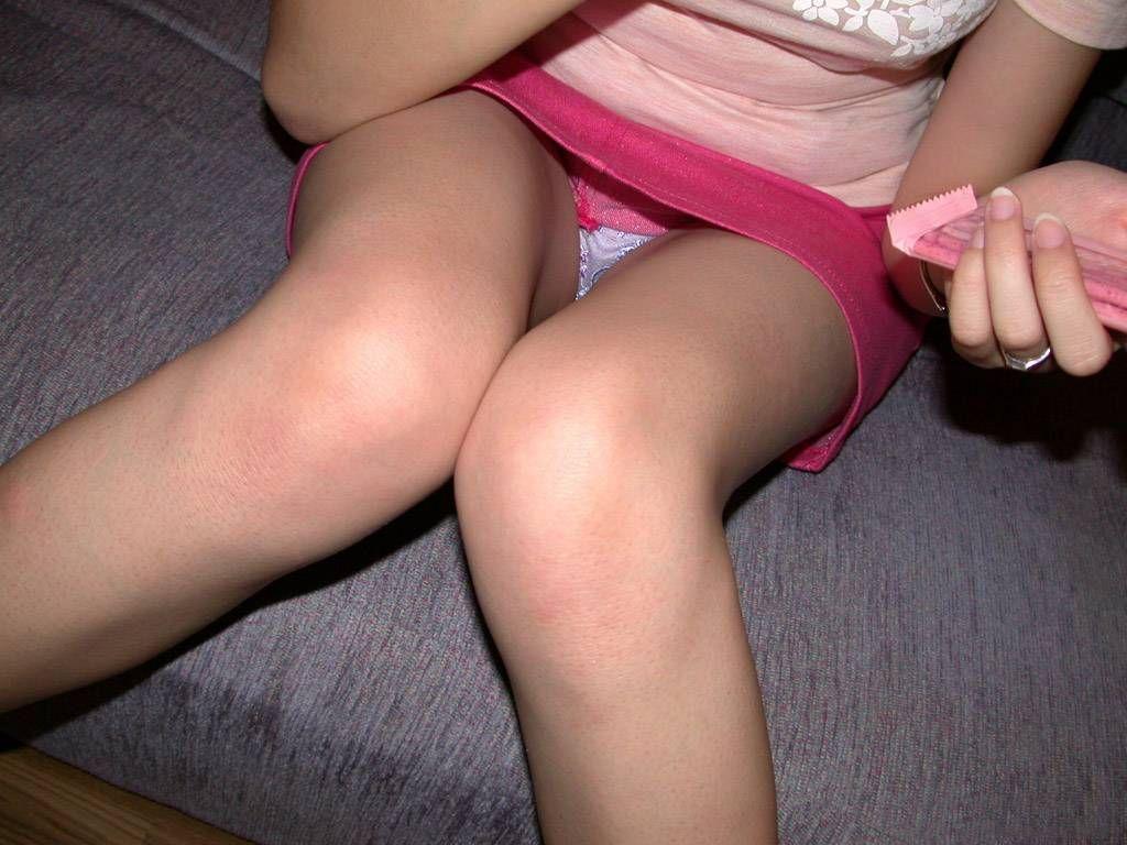 カラオケやHOTELのソファーで座る女のパンツ丸見えがえろすぎる件wwwwwwwwww(写真あり)