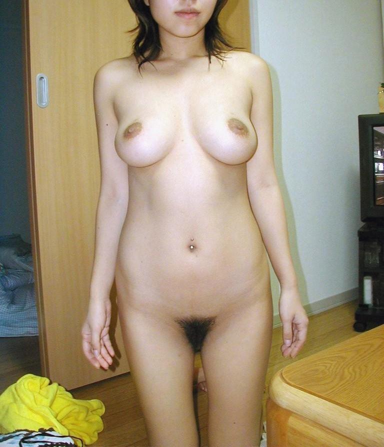 裸族の女って常に秘密撮影されるリスクも恐れず開放的だよなwwwwwwwwww(写真あり)