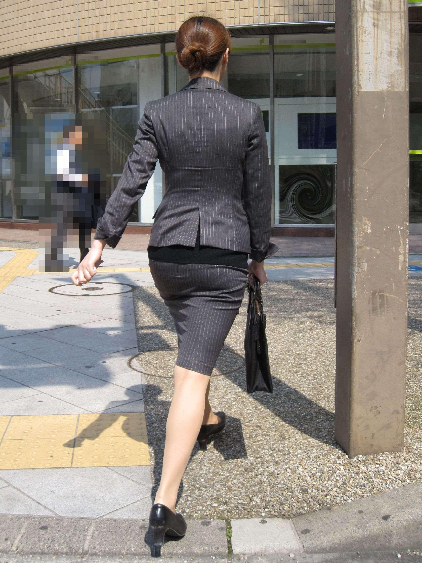 (秘密撮影)真面目そうな社内レディーさんのスーツのデカ尻がぐうしこwwwwwwwwww(写真あり)