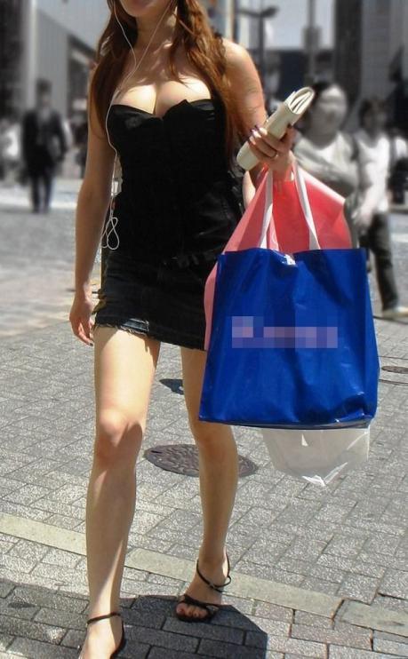 露出癖ありと判断できる私服の露出部が多いシロウト小娘ってえろいわwwwwwwwwwwww(写真あり)