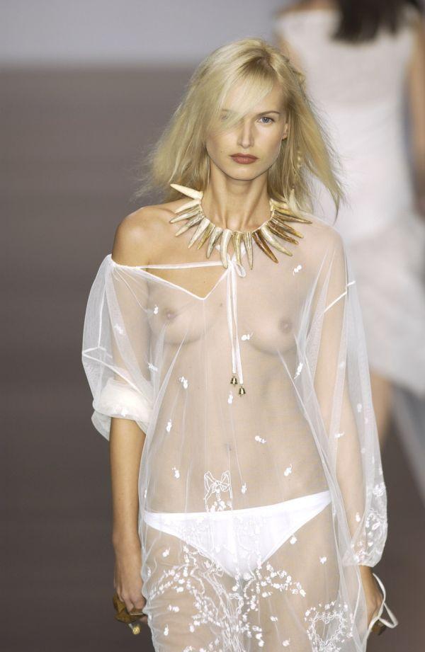 海外モデルのファッションショーってお乳見れるのがデフォなん?wwwwwwwwww(写真あり)