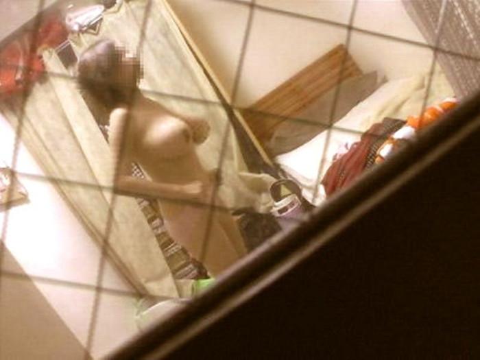 無防備で餌食にされたひとり暮らしのシロウトさんが秘密撮影魔にバッチリ裸撮られてますwwwwwwwwww(写真あり)