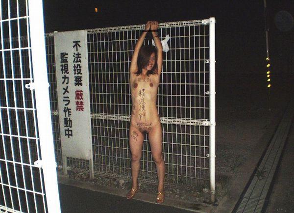 (闇深い…)人としての尊厳を奪われた奴隷雌豚のえろ写真