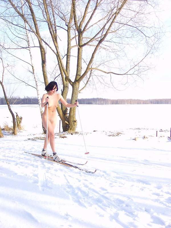 雪国のスキー場露出が見ていて心配になるwwwwww裸とか死ぬほど寒いだろwwwwww(写真あり)