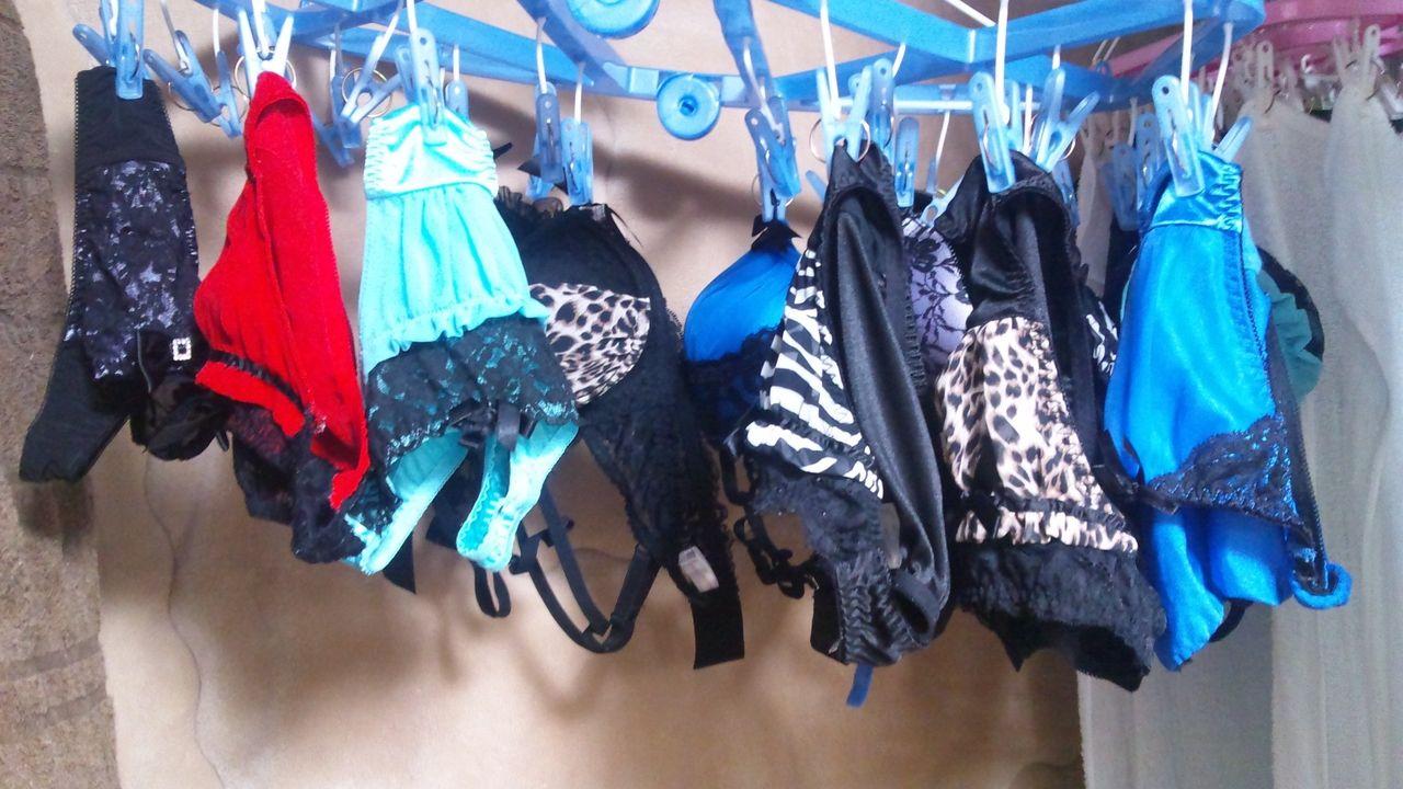 女親友の家遊びに行って干してある下着を見たらもう性的な目でしか見られなくなるよなwwwwwwwwww(写真あり)