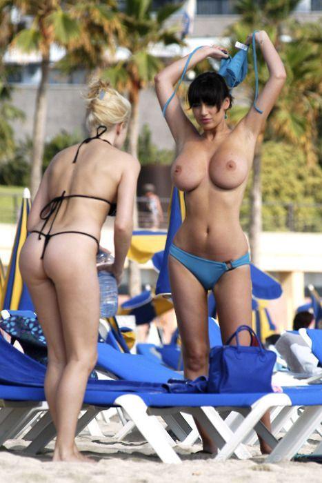 ヌーディストビーチで天然物物物のロケット乳お乳を惜しげなく披露してる外国人えろすぎwwwwwwwwww(写真あり)