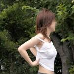 乳首ポッチして街中を徘徊するノーブラエロ画像wwwwww