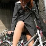 【見逃し厳禁】ミニスカで自転車に乗る女は100%パンチラするぞwwwww(盗撮画像あり)