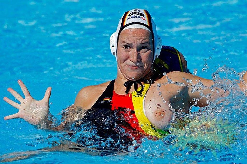 お乳ポ少女率100%の水球とかいう競技がえろすぎるわwwwwwwwwww(写真あり)
