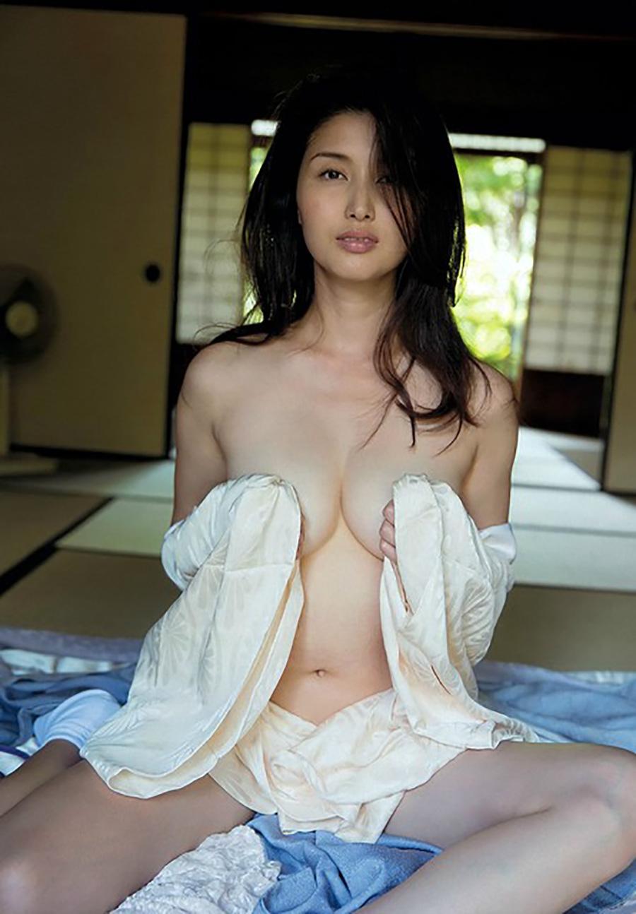 橋本マナミみたいなBBAのスケべ体が一番えろい件wwwwwwwwwwww(グラビアえろ写真あり)