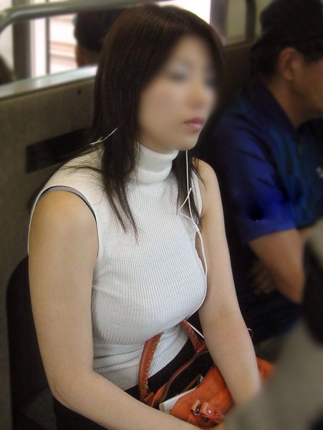 (秘密撮影)目のやり場に困るレベルの着衣美巨乳が半端ないシロウト小娘のえろ写真wwwwwwwwww