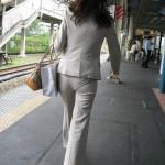 【盗撮】OLスーツ姿のピッチリお尻がぐうシコ!wwwww(画像あり)