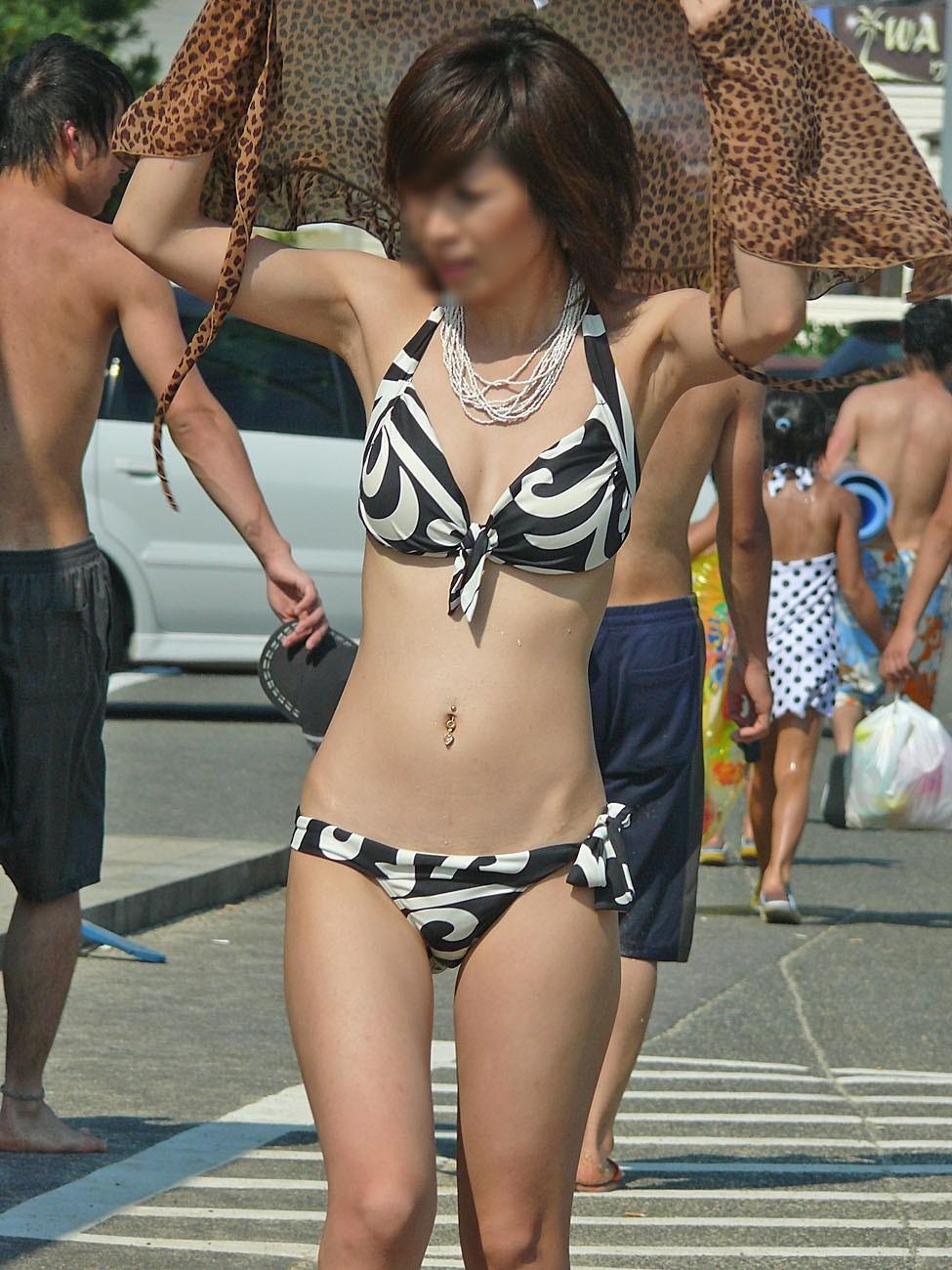 シロウトミズ着 秘密撮影えろ写真25枚☆ビーチで目に焼き付けたくなるえろ小娘をカメラに収めてオナネタにwwwwww