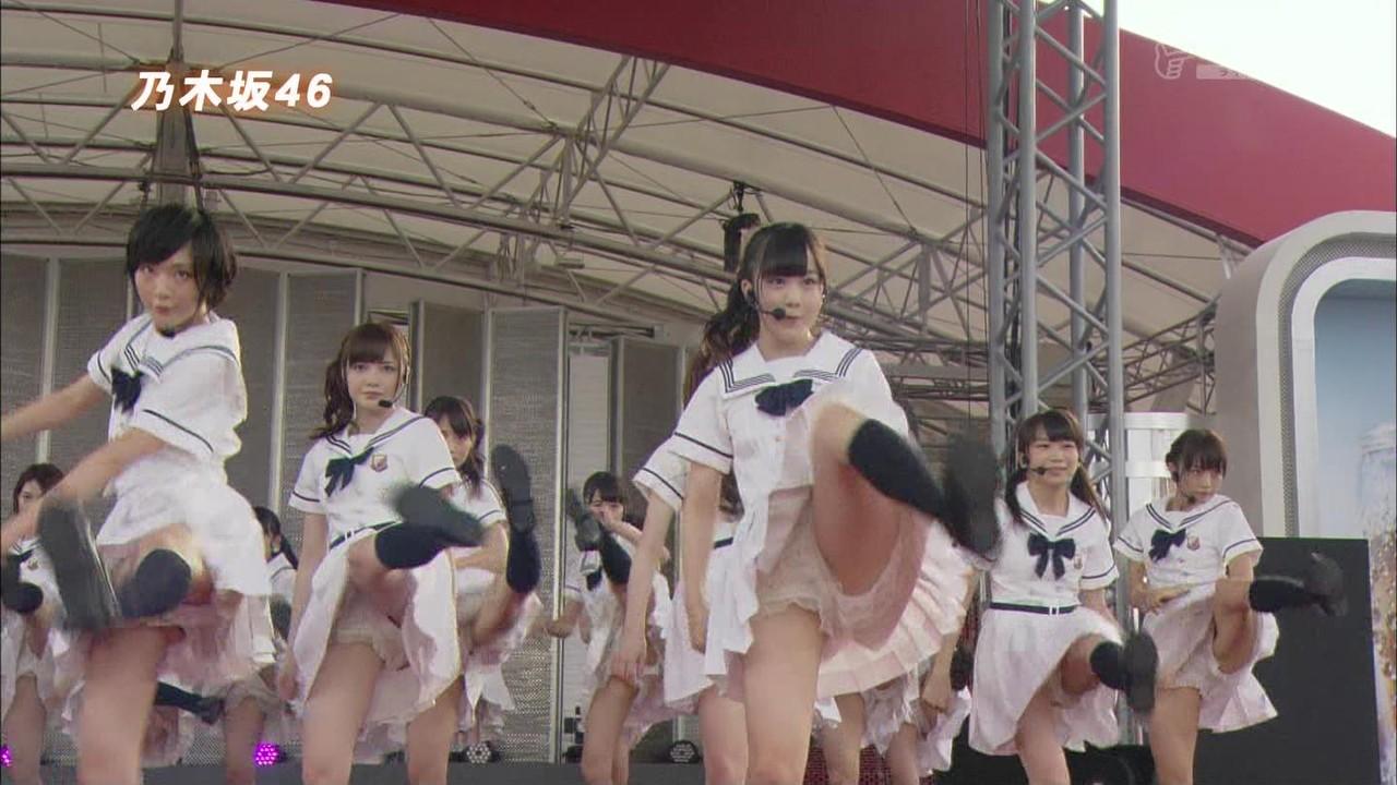アイドルコンサートのお宝パンチラマンスジハプニングエロ画像20枚