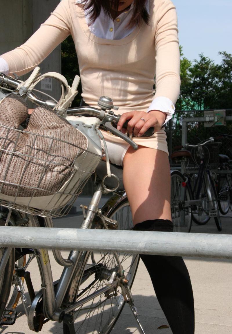 自転車パンツ丸見え えろ写真32枚☆街中でパンツ丸見えを沢山見せてくれるなんて素敵だわwwwwww