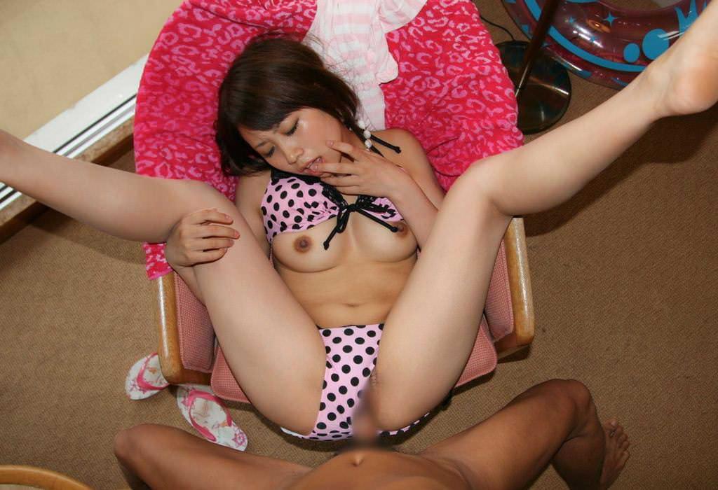 正常位でお股大開脚でセックスしてる女のエロ画像28枚