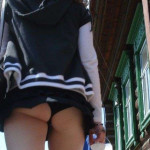 ミニスカで尻肉まで見えてる素人娘のエロ画像28枚