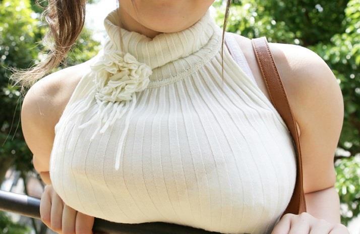 着衣巨乳で隠しきれないお姉さんのおっぱいエロすぎワロタ・・・(エロ画像26枚)
