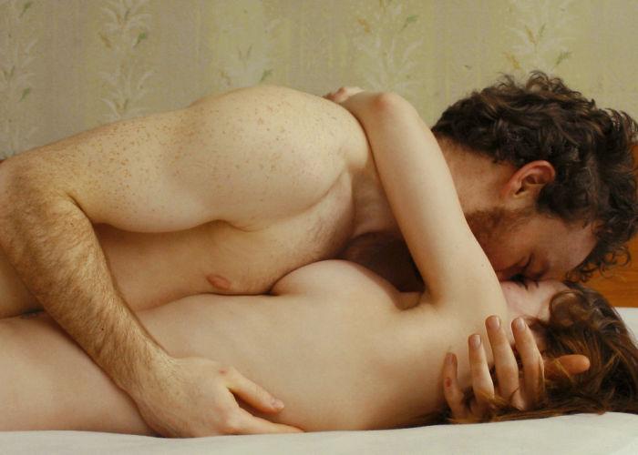 抱きしめあいながらベロチューセックスしてるエロ画像30枚