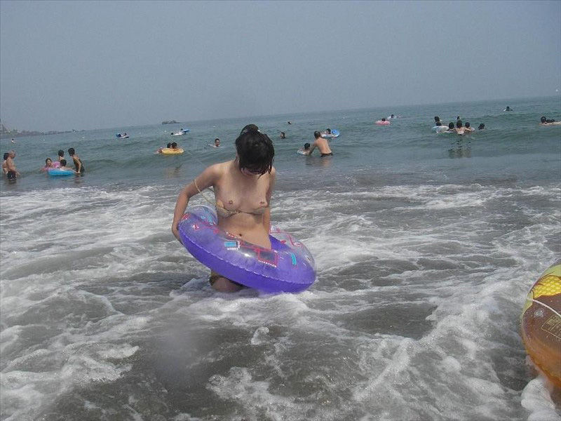 素人水着娘のハプニングしまくりエロ画像26枚