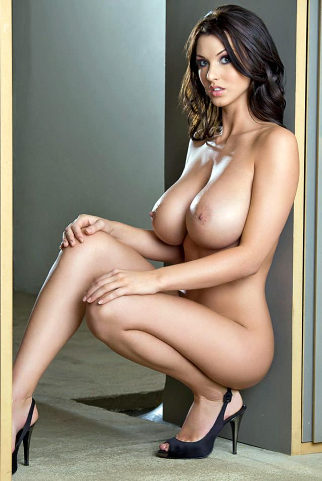 垂れ乳具合もえろい美巨乳外国人のぬーどえろ写真25枚