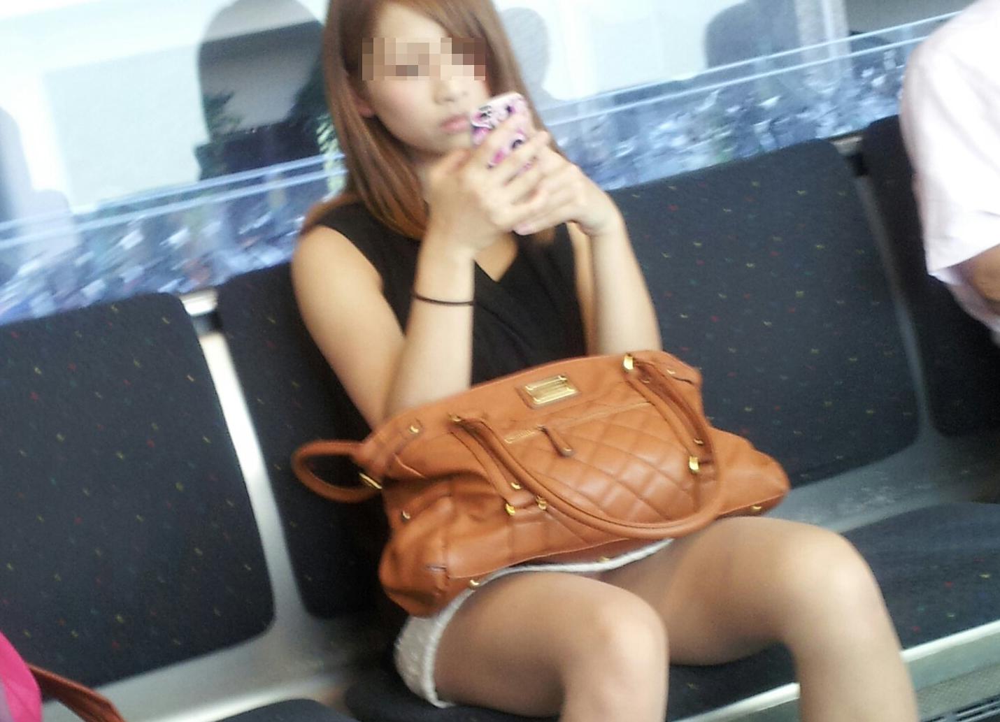 列車で見たえろすぎるシロウトさんの秘密撮影えろ写真30枚