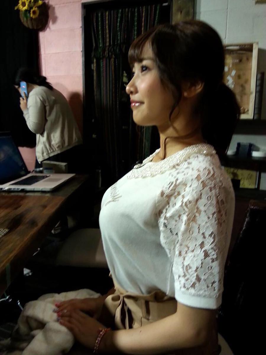 着衣巨乳がスケベ過ぎるあざとい女のエロ画像30枚