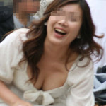 気軽に街で胸チラ見せてくれる女神の盗撮エロ画像30枚