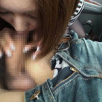 車内でチンポをフェラする淫乱素人さんのエロ画像24枚